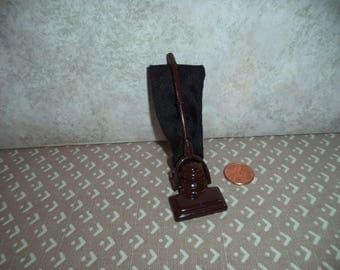 1:12 scale dollhouse miniature vacuum