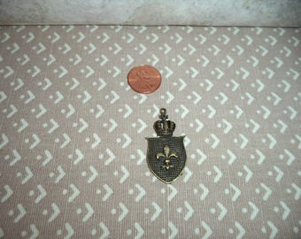 1:12 scale dollhouse miniature Medium Antique Gold color Shield