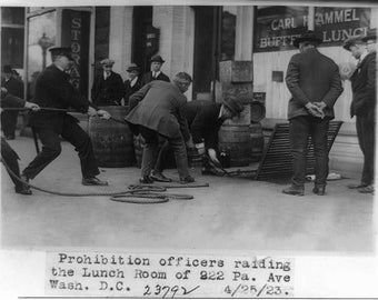 Prohibition officers raiding the lunch room of 922 Pa. Ave, Wash. D.C. in 1923