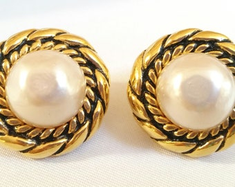 Beautiful Rare Authentic Chanel CC Faux Pearl Gold Cable Rope Clip On Earrings