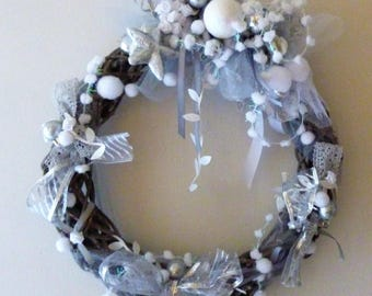 Crown grey branches, lace and snowflakes: Noel sweetness