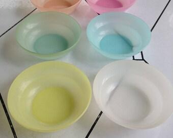 6 Tupperware berry dessert bowls
