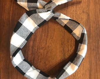 Black and white Buffalo Check Wire Twist Headband, Flannel headband, Plaid headband, Fleece headband