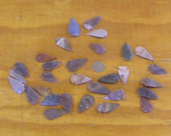 30 Agate Arrowheads