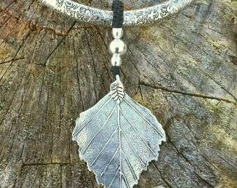 Macrame black and silver leaf pendant