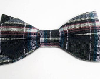 Green Plaid bowtie with sharp edges