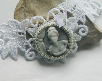Cameo woman lace white and silver necklace