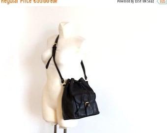 ON SALE vintage 90s bucket bag / crossbody bag / leather shoulder bag