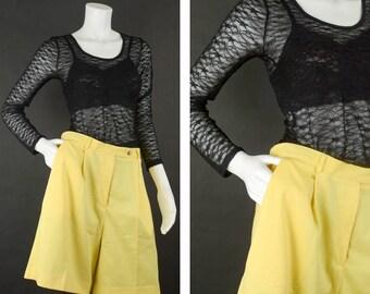 90s High Waisted Mom Shorts, Knee length Shorts, Yellow Walking Shorts, Bermuda Pleated Shorts, 90s Plus Size Shorts, Women's Size 14