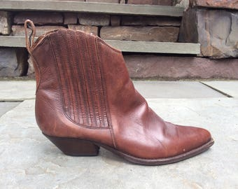80s vintage ankle booties Brown Leather pointed toe Saks Italy size 39 9
