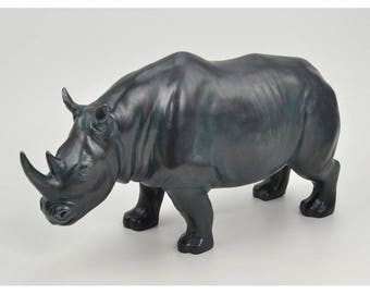 Art Deco ! Resin rhino statue, length 16,5 inches for decoration or collection