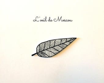 pin's plastic crazy black and white leaf