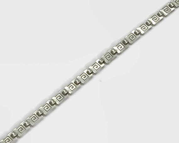 Sterling silver bracelet with infinity links, pierced metal, dainty and feminine, stamped 925, 7.25 inches / 18.5 cm, 3 grams