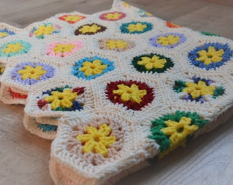 Vintage Flower Afghan Blanket - Hexagon Flower - Newborn / Toddler Photography Prop Layer, Basket Stuffer