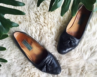 Summer SALE 90's Cole Haan Leather Loafers, Womens size 10 B Leather Kiltie Loafers, Black Tassel Loafers, Minimalist Leather Flats, Slip on