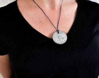 Seal concrete necklace