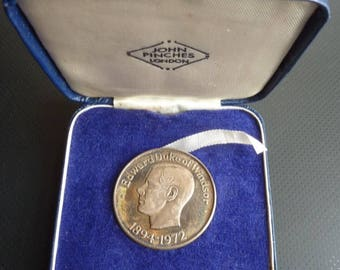 The Death Of Duke of Windsor (Formerly Edward VIII) 1972 Silver Proof Medal by Jihn Pinches of London.