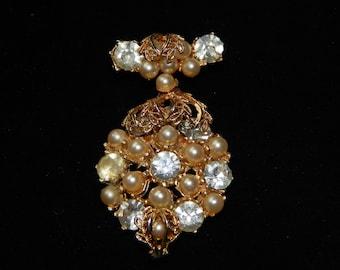 Vintage Clear Rhinestone Pearl Brooch Gold Tone Faux Pearl Clear Rhinestone Filigree Dangle Brooch