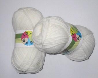 5 skeins 70 Soft White Wool 1 Rial Filati