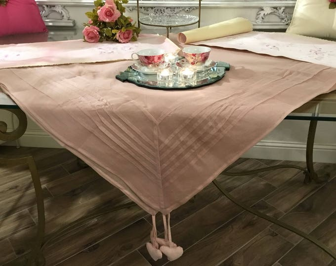 Pink chic tablecloth