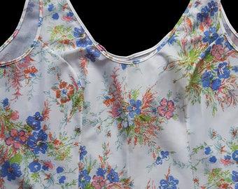 Vintage  White Floral Petticoat Size 42 / M.