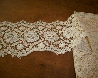 vintage French ivory color cotton lace lovely design light weight venise type