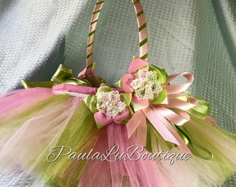 Traditional   Colors estripedand laved handmafde flowers