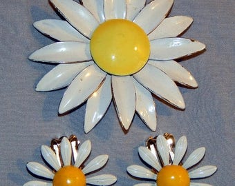 ON SALE: Vintage Sandor Co. 1960s Daisy Brooch, plus Earrings