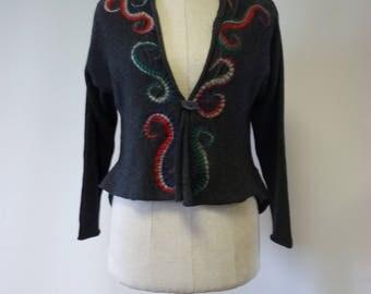 Artsy grey woollen cardigan with amazing folk felted decoration, S size.