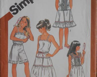 Simplicity 5804.  Girls underwear pattern.  Camisole, slip, half slip, culottes slip.  Girls under garments.  Heirloom sewing.  Size 7.