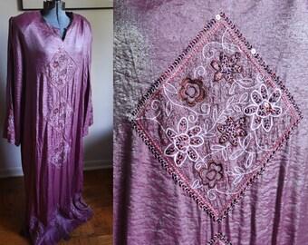Medium / Large - Wonderful Bohemian Vinatge House Dress - great vintage fabric