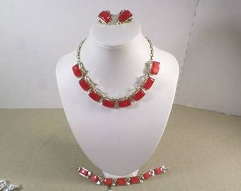 Beautiful Vintage Gold Tone Red Thermoset Parure, Necklace, Bracelet And Clip On Earrings  DL#3340