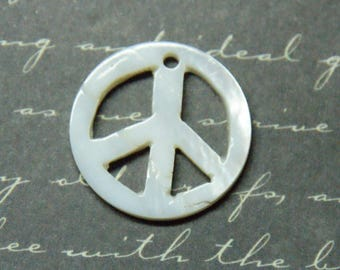 """""""Peace & Love"""" charm mother of Pearl 20mm"""