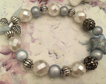 romantic bracelet white pearls and blue fleece