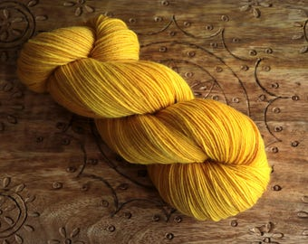 naturally dyed classic sock - onion skins - merino nylon (75/25) - handdyed in switzerland