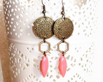 Earrings ' geometric earrings with diamond and coral pink enamel sequin