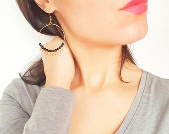 Boucles d'oreilles créoles perles noires et dorées femme, boucles d'oreilles fantaisies originales, cadeau femme original