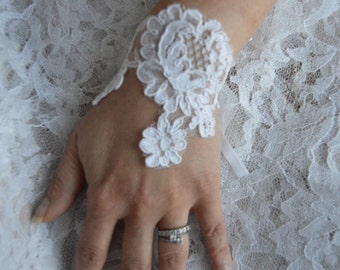 Embroidered white lace bracelet, cuff lace white wedding lace, white bracelet, women, stylish cuff bracelet cuff