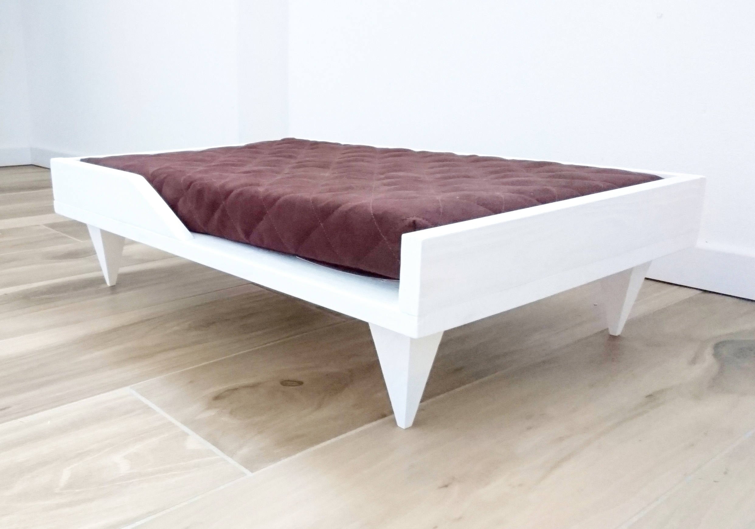 Wood Raised Pet Bed Modern Pet Furniture Cat Bed Dog Bed