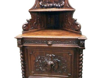 Antique French Hunt Cabinet in Oak from the 19th Century, Barley Twist Carvings #7943