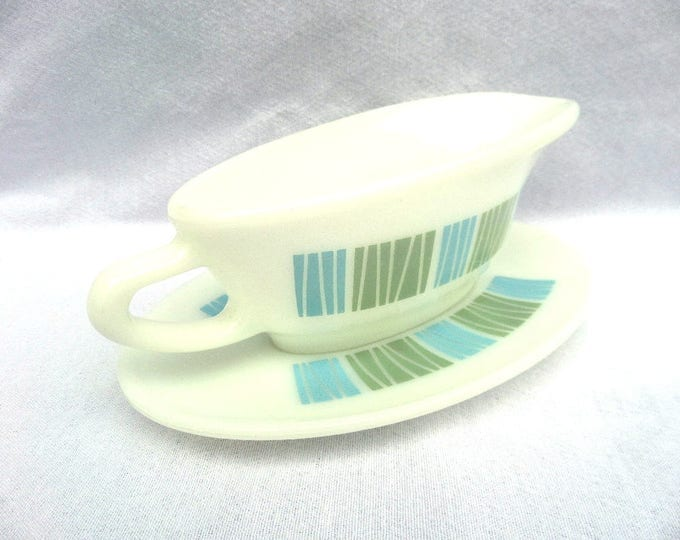 """FREE SHIPPING Matchmaker Pyrex Sauce Boat, Gravy Boat, 1964, 8.25"""" x 5.5"""" x 3.25"""", Excellent Condition"""