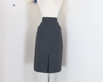 "1980s Pencil Skirt - Grey Midi - Classic Front Kick Pleat - High Quality - Pockets - Fine Wool - Vintage - Size Small/Medium 28"" Waist"
