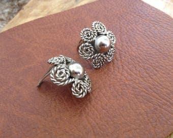 earrings round, flower-shaped