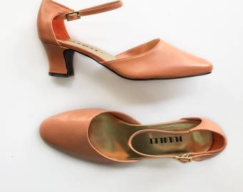1980s vintage pastel peach pink high heeled mary janes size 9 9.5 by Jubilee