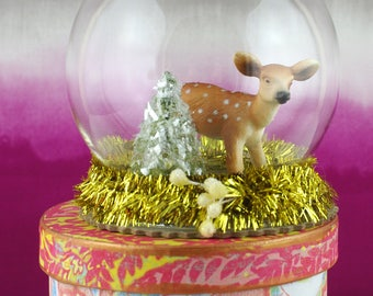 Small glass cloche. Diorama with deer and Christmas tree.