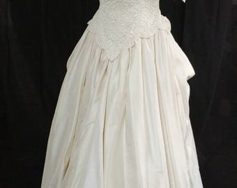 1950s Ivory Wedding Gown with floral details