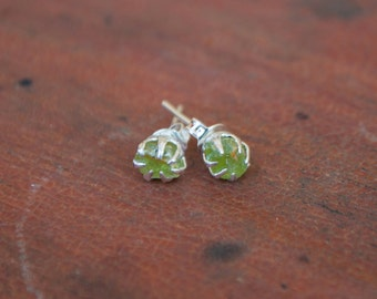 Sweet little light violet-colored raw and rough PERIDOT gemstone earring, they're dainty & adorable, silver plated claw and post