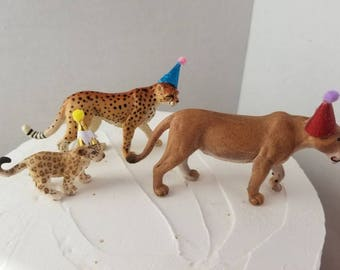 Safari Lioness Mom and Baby Party Cake Topper Set, 3 Safari Party Animals with Hats, Cheetah, Lioness Big Cats Cake Set, Safari