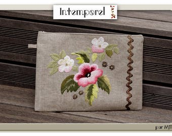 Large pouch or bag hand embroidered on linen - Trio of pink flowers