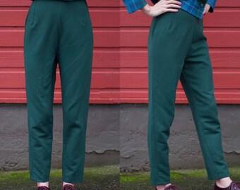 1960s Pants / Hollywood Stars Wear Shamrock / High Waisted Cigarette Pants / Forest Green / Stirrup Ski Pants / Vintage 60s